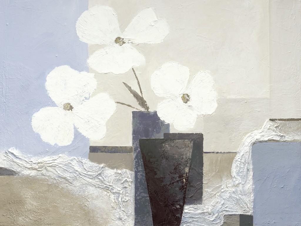 Ruby Henning, White Hues (Blumenvase, Blumen, Blüten, Stillleben, moderne Malerei, dekorativ, zeitgenössisch, Wohnzimmer, Schlafzimmer, Treppenhaus, grau)