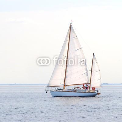 Aleksey Stemmer, white sail yacht sailing. Riga, Latvia (yacht, meer, sailing, wind, boot, himmel, segel, schiff, mittelmeer, sommer, wasser, wettrennen, segelboot, navigation, fahrzeug, abenteuer, urlaub, freiheit, blau, welle, nautisch, segelsport, bogen, lebensfreude, spinnaker, windig, amphetamine, spor)
