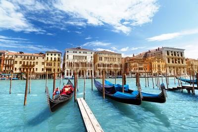 Iakov Kalinin, gondolas in Venice, Italy (architektur, blau, boot, gebäude, kanal, channel, stadt, stadtlandschaft, wolken, tage, europa, europäisch, berühmt, gondel, flügel, historisch, haus, italienisch, italien, lagune, orientierungspunkt, landschaft, licht, nautisch, alt, rivers, romantisc)