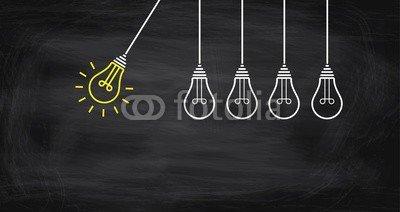 Daniel Berkmann, Konzepte - Idee - Innovation (konzept, ideen, innovation, glühbirne, lampe, leuchten, hilfe, hilfe, schule, think, erfindung, pendel, gelb, anstossen, dienstleistung, retten, hell, besprechung, unterstützung, licht, strom, konzept, bewegung, glühen, start, aktion, innovativ, arbei)