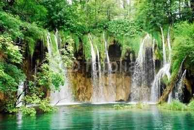 ALCE, Waterfall at Plitvice national park, Croatia (Wasserfall, fallen, cascade, kroatien, wald, erbschaft, see, mittelmeer, national, natur, park, fluß, tourism, reisen, welt, fallen aufsteigen, umwelt, europa, fließen, grün, orientierungslichter, landschaft, draußen, teich, landschaftlich, frühlin)