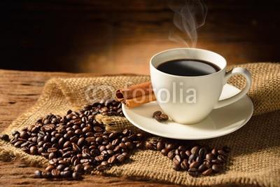 amenic181, Coffee cup and coffee beans on old wooden background (kaffee, tassen, kaffee, koffein, kaffeeautomat, java, expressotasse, bohne, samen, rauch, schwarz, mocha, dunkel, rostend, hintergrund, close-up, rösten geröstet, samenkorn, braun, mug, getränke, aroma, trinken, frühstücken, morgens, sackleinen, arabi)