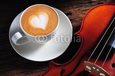 amenic181, Latte art and violin on wooden table (auf, tassen, alt, mug, kunst, scharf essen, kaffee, life, schaum, liebe, holz, essen, süss, musik, aroma, braun, trinken, klingen, pause, latte, profilstahl, geschmack, sahne, entspannen, herz, stil, frisch, melncholie, schnur, kaffee, violine, morgen)
