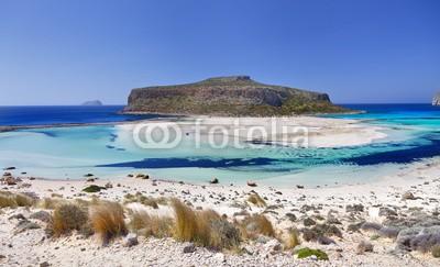 Argonautis, Gramvoussa peninsula.Chania,Crete. (kreta, niemand, wolken, reisen, fels, staat, sand, panoramisch, insel, griechenland, sommer, sonne, lagune, klima, strand, urlaub, berg, landschaftlich, himmel, pure, bellen, mittelmeer, meer, türkis, wasser, natur, küstenlinie, idyllisch, landschaf)