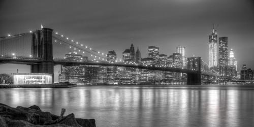 Aurélien Terrible, Fraternal Twins (Wunschgröße, Fotokunst, Städte, metropole, New York, USA, Brücke, Brooklyn Bridge, Skyline, Hochhäuser, Beleuchtung, Reflexionen, schwarz / weiß)