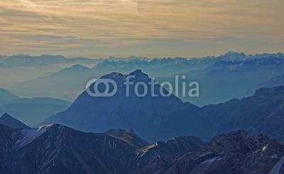Bergfee, Zugspitzblick über die Bergwelt (zugspitze, sunrise, deutschland, schloss, sehenswürdigkeit, panorama, schnee, eis, gletscher, sommer, winter, bergsee, himmel, spiegelung, wasser, landschaft, see, hiking, bergsteiger, bergsteigen, kopf, abenteuer, fliege, fremdenverkehr, natu)