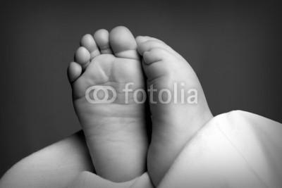 birgit79_111, Babyfüße (Wunschgröße, Fotografie, Photografie, Nahaufnahme, Mensch, Kind, Baby, Babyfüße, Füße, Zehen, schwarz / weiß)