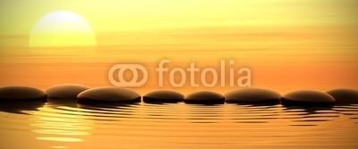 dampoint, Zen stones in water on sunset (Wunschgröße, Fotografie, Photografie, Wasser, Meer, Steine, Kieselsteine, Yoga, Sonnenuntergang, Zen, Buddhismus, Weg, Konzentration, Meditation, Ruhe, Stille, Entspannung, Wellness, Badezimmer, Schlafzimmer, bunt)