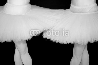 daniel mauch, ballerina (Wunschgröße, Fotografie, Photografie, figurativ, Mensch, Frau, Tänzerin, Ballerina, Ballett, Detail, Ausschnitt, Beine, Harmonie, Eleganz, Tutu, Tüllkleid, Tanzschule, Ballettschule, schwarz / weiß)