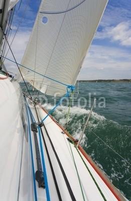 Darren Baker, on board (segel, sailing, yacht, segelsport, welle, aufwachen, welle, wasser, meer, seaside, himmel, küstenlinie, küste, crew, gespann, zusammenarbeit, boot, bootfahren, schiff, holzterrasse, seil, knoten, freiheit, ruhe, beruhigt, beschaulichkeit, wettrenne)