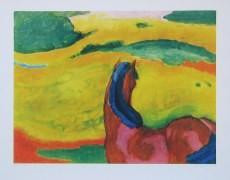 Franz Marc, Pferd in Landschaft (Kleinformat) (Malerei, Expressionismus, große Pferde, Tier, figurativ, Landschaft, Hügel, klassische Moderne, Wohnzimmer, Arztpraxis, Treppenhaus, rot / bunt)