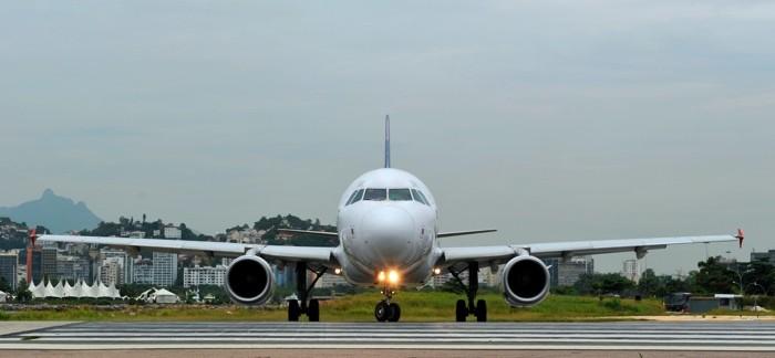 Hady Khandani, AIRBUS A320 FRONT (HADYPHOTO, Flugzeug, Flieger, Rollfeld, Technik, Fotografie, Wunschgröße, Wohnzimmer, Treppenhaus, bunt)