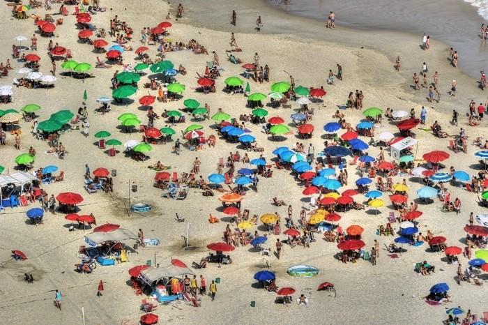 Hady Khandani, HDR - COPACABANA BEACH - RIO DE JANEIRO 3 (HADYPHOTO, Brasilien, Strand, Sandstrand, Urlaub, Sonnenschirme, Luftbild, Rio de Janeiro, Fotografie, Wunschgröße, Wohnzimmer, Treppenhaus, bunt)