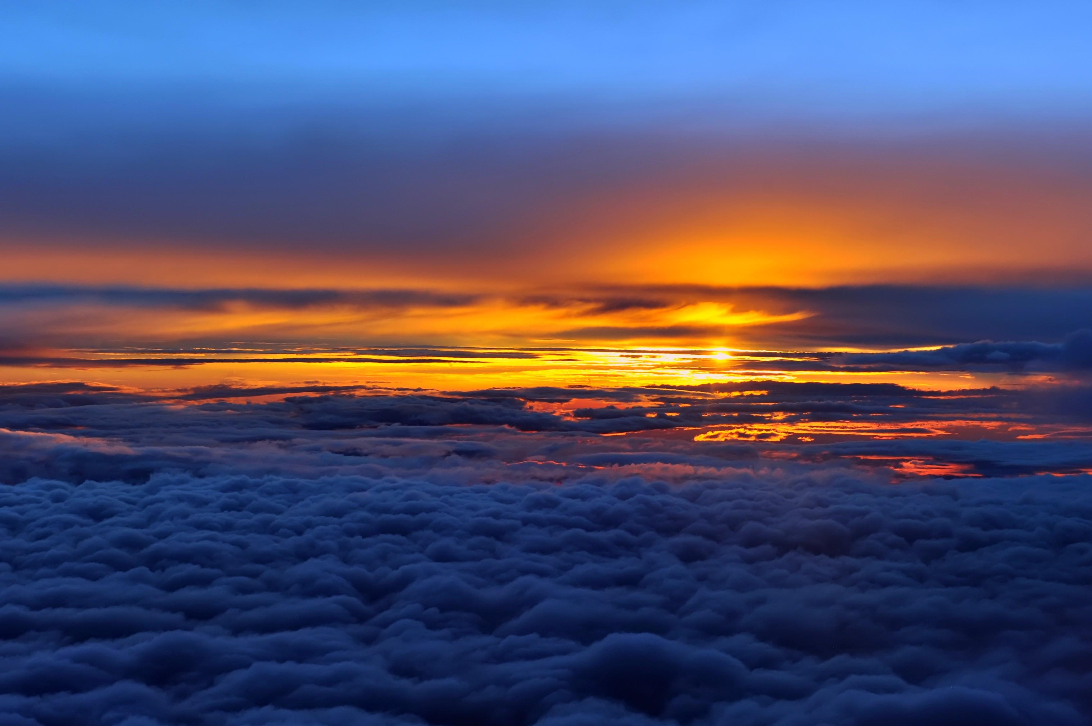 Hady Khandani, sunset over clouds overhead Colombia (HADYPHOTO, Wolken, über den Wolken, Wolkendecke, Luftbild, Sonnenuntergang, Fotografie, Wunschgröße, Wohnzimmer, Treppenhaus, bunt)