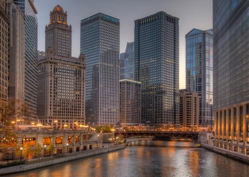 Aurélien Terrible, Peaceful Chicago (Wunschgröße, Fotografie, Städte, Metropole, Chicago, Skyline, Hochhäuser, Wolkenkratzer, moderne Architektur, Abendszene, Wohnzimmer, Büro, bunt)