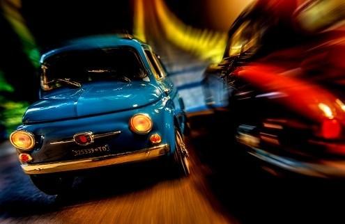 Cars in action - Fiat 500M, Jean-Loup Debionne (Autos, Oldtimer, Straßenszene, Nachtszene, Lichteffekte, Geschwindigkeit, Fotokunst, Wunschgröße, Wohnzimmer, Treppenhaus, bunt)