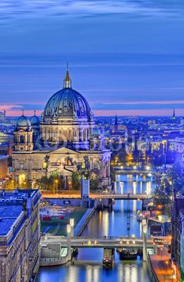 Marco2811, Berlin am Abend (berlin, berliner, dom, luftaufnahme, spree, brandenburger, tor, freiheit, hauptstadt, orientierungspunkt, abend, europa, geschichte, historisch, packung, sehenswürdigkeit, perspektiven, wand, abenddämmerung, bejahrt, anblick, angestrahlt, berühm)