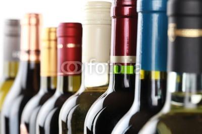 Markus Mainka, Weinflaschen (wein, weinflasche, weinflasche, flasche, flasche, weinprobe, rotwein, weißwein, weißwein, trinken, alkohol, bordeaux, chardonnay, Küche / Gastronomie,Bistro,Cuisine,Gastronomie,Kantine)