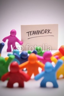 Mirko Raatz, Teamwork (zusammenarbeit, gespann, knete, puppe, männlich, leute, bunt, bunt, klein, sätze, kinder, kutsche, schule, schulkind, teller, gemeinschaft, glaube, zusammenarbeit, zusammenhalt, seminar, domplatte, lehrer, stärke, zusammen, anordnung, foto, fröhlic)