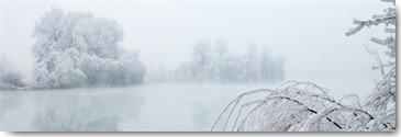 Peter Hillert, Winterlandschaft II (Fotokunst, Landschaft, Dunst, Winter, Bäume, Schnee, Eis, Frost, Reif, See, Wunschgröße, Modern, Schlafzimmer, Wohnzimmer, schwarz/weiß)