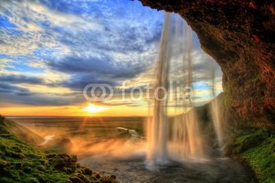 revoc9, Seljalandfoss waterfall at sunset in HDR, Iceland (Wasserfall, Sonnenuntergang, Island, Landschaft, Natur, Fotokunst, Wohnzimmer, Treppenhaus, Wunschgröße, bunt)
