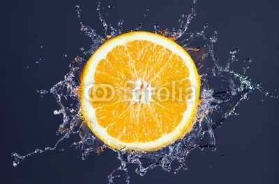 Robert Neumann, Orange Splash (orange, splash, wasser, spritze, obst, durst, vitamine, frisch, schüssel, obst, gesund, trinken, erfrischend, zitrone, saft, rieseln, diät, flüssigkeit, limonade, saftbar, trinken, tropisch, platsch, gesundheit, vegan, veganer, gelb, frisc)