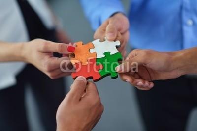 shock, Group of business people assembling jigsaw puzzle (Wunschgröße, Photografie, Forografie, Motivation, Puzzle, Teamwork, zusammenfügen, Gemeinsamkeit, Geschäftsleute, Business, Zusammenarbeit, Kooperation, Konzept, Büro, bunt)