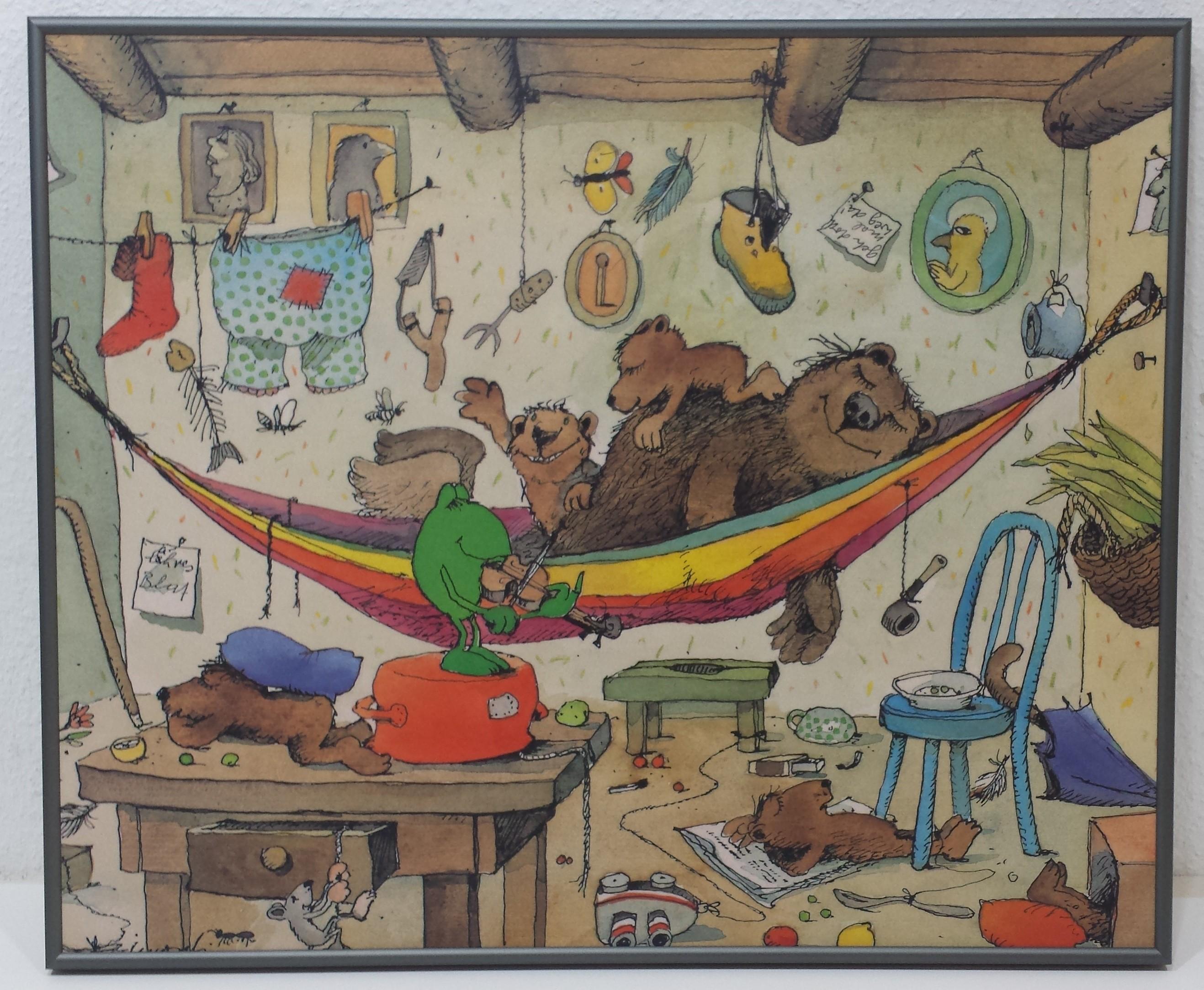 Gerahmtes Bild Aluminium platin matt mit Folie, Janosch - Bärenfamilie (Modern, Kinderwelten, Illustration, Zeichnung, Bär, Frosch, Familie, Hängematte, Wäsche, Chaos, Innenraum, Kinderzimmer, Treppenhaus, bunt)