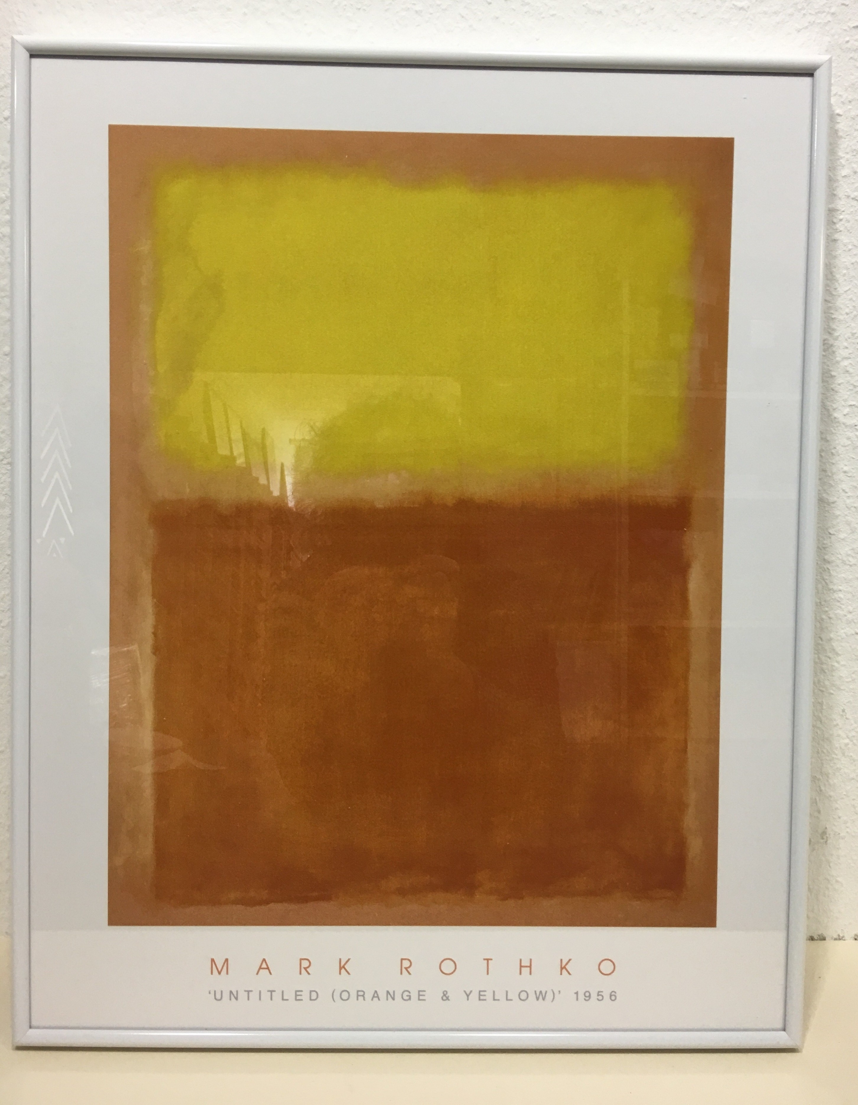 Gerahmtes Bild, Alu weiß, M. Rothko, Orange and Yellow-1956 (Abstrakte Malerei, abstrakter Expressionismus, meditativ, Farbfelder, verschwommen, Farbwolken, Farbschleier, Transparenz, Klassische Moderne, Büro, Business, Wohnzimmer, orange/gelb)
