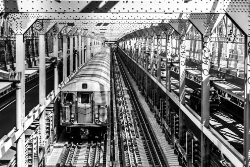 Toby Seifinger  New York Train (New York, Stadt, Metropole, Bahnhof, Zug, Gleise, Schienen, Photokunst, Wunschgröße, Wohnzimmer, Büro, zeitgenössisch, schwarz / weiß)