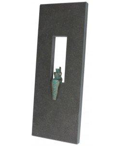 Jörg Schröder, Schieferrelief mit Bronzefigur Angel, 55 x 17cm