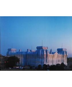 Christo and Jeanne-Claude, Reichstag Ost-und Nordfassade in Abenddämmerung
