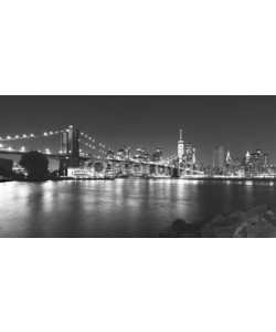 MaciejBledowski, Black and white picture of New York at night.