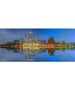 Blickfang, Medienhafen Düsseldorf Abend Wasserspiegelung Panorama