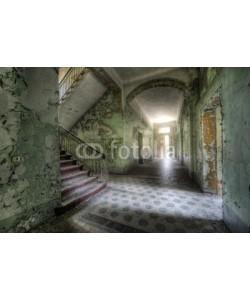 Grischa Georgiew, light behind the door