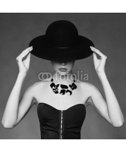 George Mayer, Elegant lady in hat