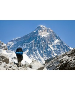 Daniel Prudek, view of Everest from Gokyo valley with tourist