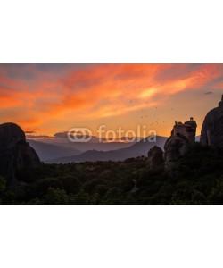 Cara-Foto, Malerischer Sonnenaufgang über den Meteora Klöstern