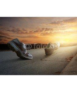 kevron2001, Boots walking