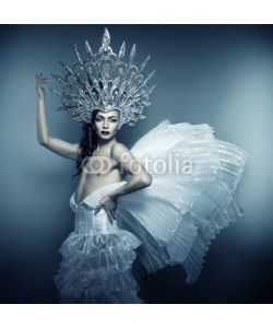 alexbutscom, man in silver crown and white dress