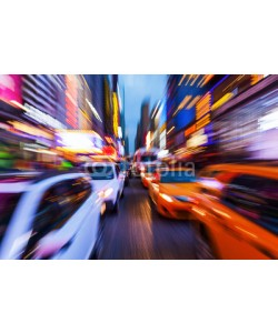 Christian Müller, Bild mit kreativem Zoomeffekt vom Straßenverkehr im nächtlichen Manhattan, New York City