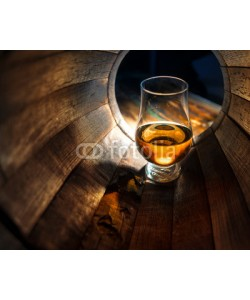razoomanetu, A glass of whiskey in oak barrels