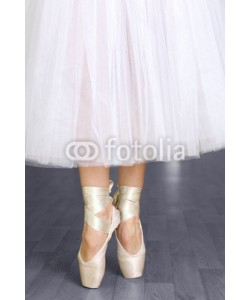 Africa Studio, Ballerina legs in pointes in dancing hall