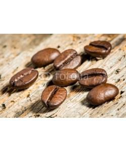 AK-DigiArt, Kaffeebohnen auf Holzbrett - Detailaufnahme