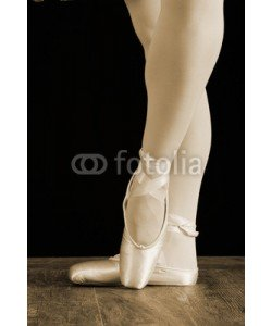 Alta Oosthuizen, A ballet dancer standing on toes while dancing artistic conversi