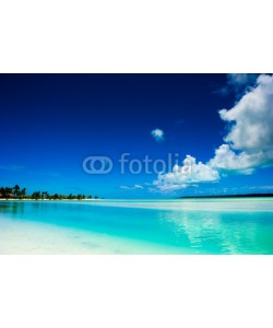 Ant Clausen, Peaceful calm setting of a tropical lagoon