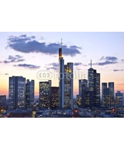 Eisenhans, Frankfurt in der Dämmerung