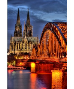 Hady Khandani, HDR - COLOGNE CATHEDRAL WITH HOHENZOLLERN BRIDGE AT NIGHT - GERMANY 02