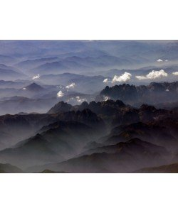 Hady Khandani, GEO ART - MOUNTAIN RANGE IN MORNING FOG