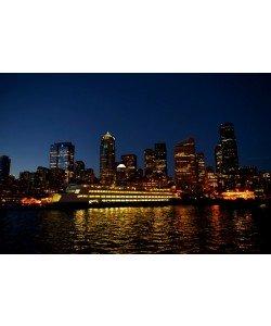 Hady Khandani, SEATTLE SKYLINE WITH WASHINGTON STATE FERRY BY NIGHT - USA 1